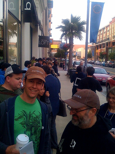 iPhone line at Emeryville Apple Store
